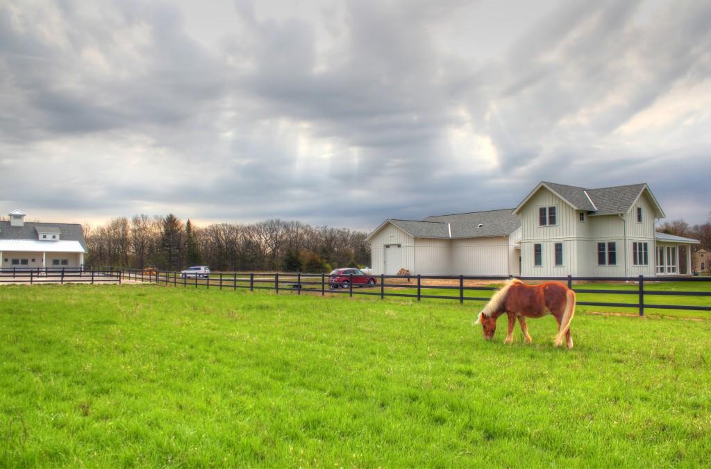 horse-farm-fencing