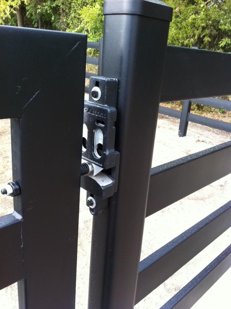 Buckley-Fence-EZLatch-Black-Closed-Gate