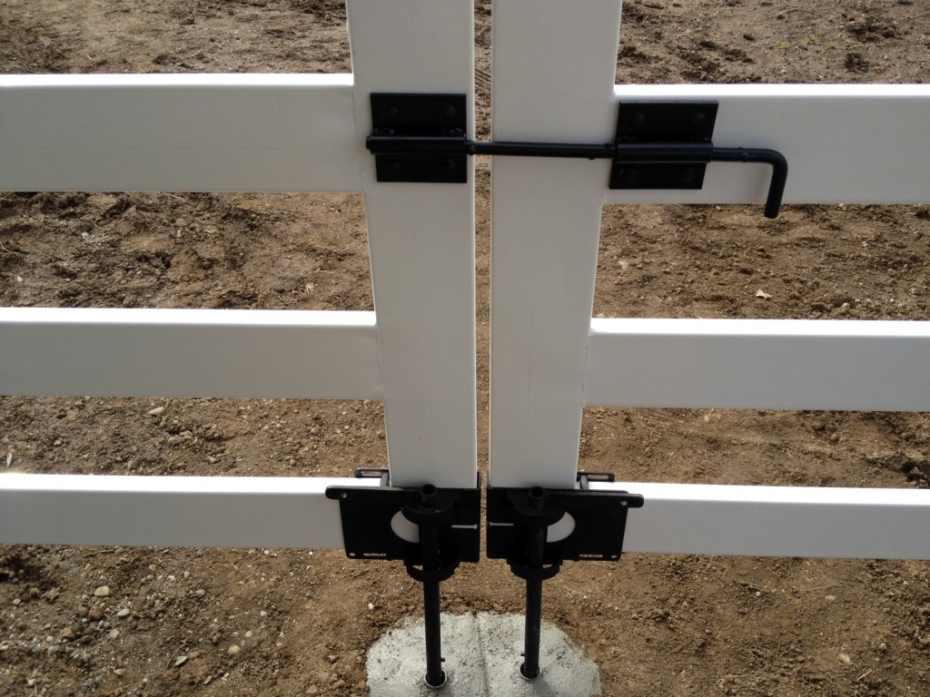 Buckley-Fence-White-Double-Gate black ground anchor